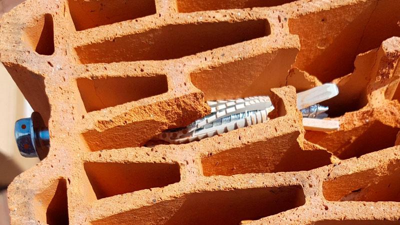 Как штробить керамические блоки. Выбираем дюбель - фото
